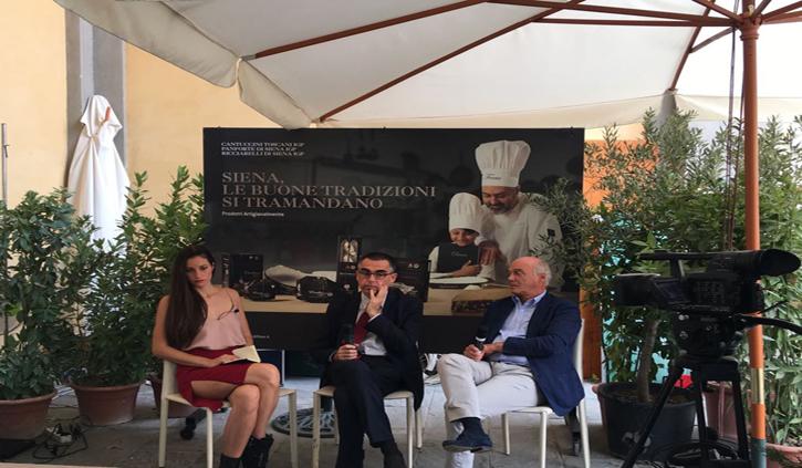 Nella foto: Cristiano Iacopozzi, presidente Chiantibanca, e Roberto Mugnaini, vicepresidente vicario ChiantiBanca, con la conduttrice di Canale 3 Toscana, Carolina Sardelli